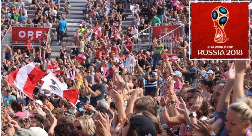 Piłka nożna, Warszawie powstanie stref kibica Zobacz gdzie - zdjęcie, fotografia