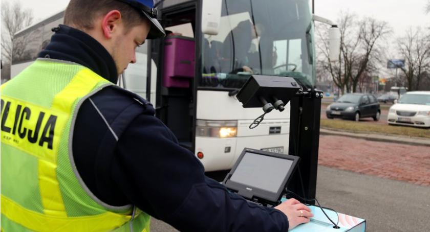 Bezpieczeństwo, Rusza posterunek kontrolny Torwarze Kontrole autobusów przed wyjazdami - zdjęcie, fotografia