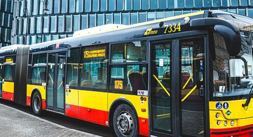 Transport publiczny - komunikacja, Biegacze kolarze ulicach miasta weekend zmianami komunikacji - zdjęcie, fotografia