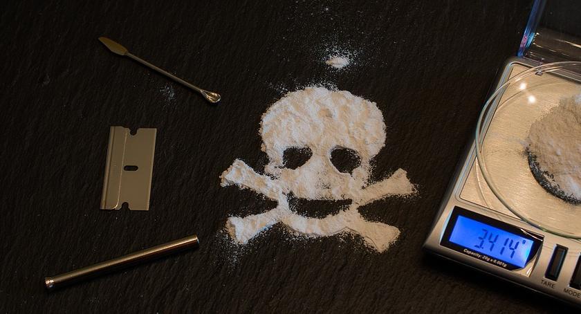 Narkotyki, osób środowiska pseudokibiców zarzutami handel narkotykami - zdjęcie, fotografia