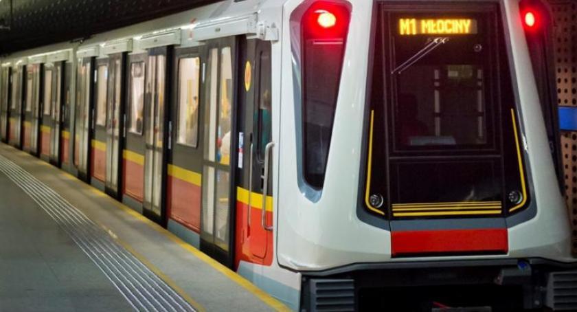 Metro, Więcej pociągów linii metra dzisiaj eksperyment - zdjęcie, fotografia