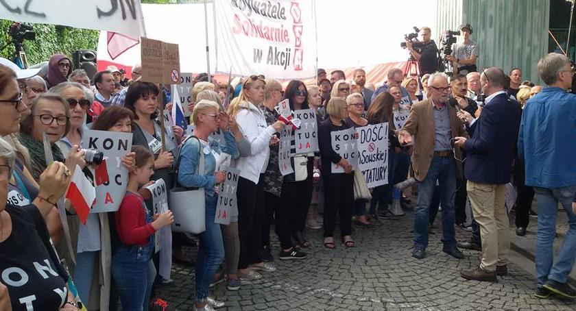 Protesty i manifestacje, Trwają protesty przed Sądem Najwyższym [ZDJĘCIA] - zdjęcie, fotografia
