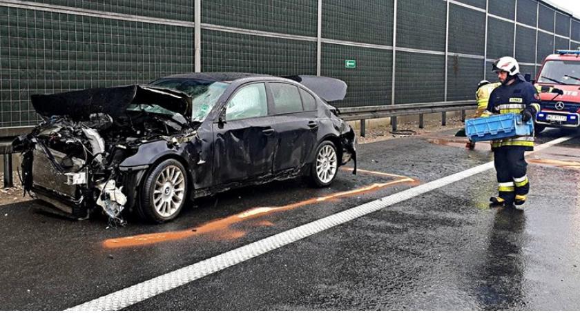Wypadki, barierkach [ZDJĘCIA] - zdjęcie, fotografia
