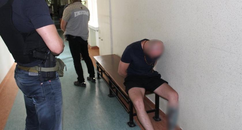 Zabójstwa, Zatrzymany usiłowanie zabójstwa Miał sobie broń - zdjęcie, fotografia