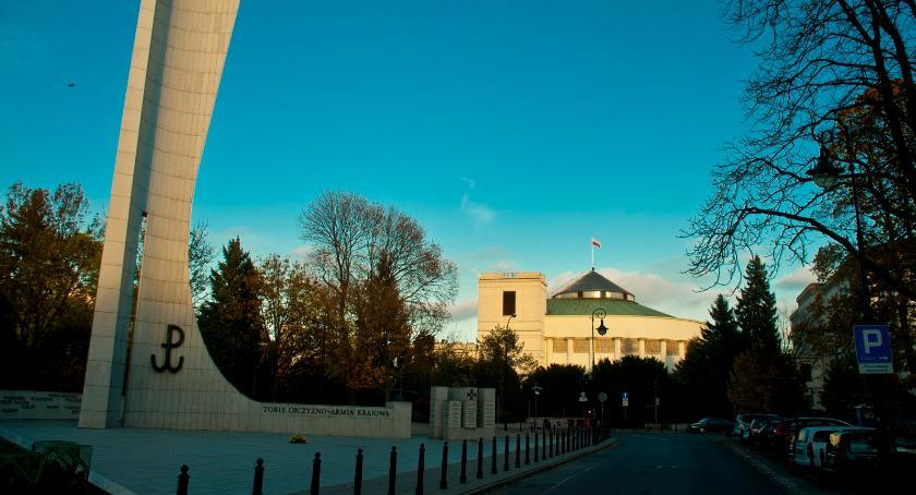 Polityka, będzie referendum konstytucyjnego Prezydenta Andrzeja - zdjęcie, fotografia