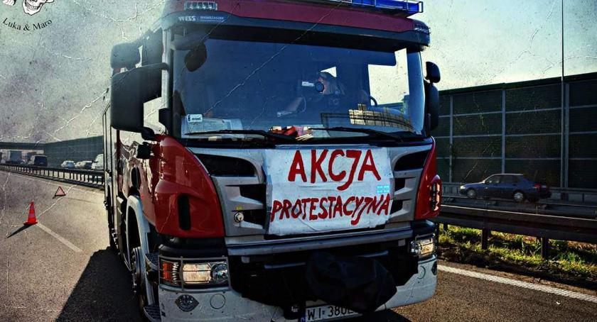 NEWS, Protest służb przybiera Strażacy włączyli akcji - zdjęcie, fotografia