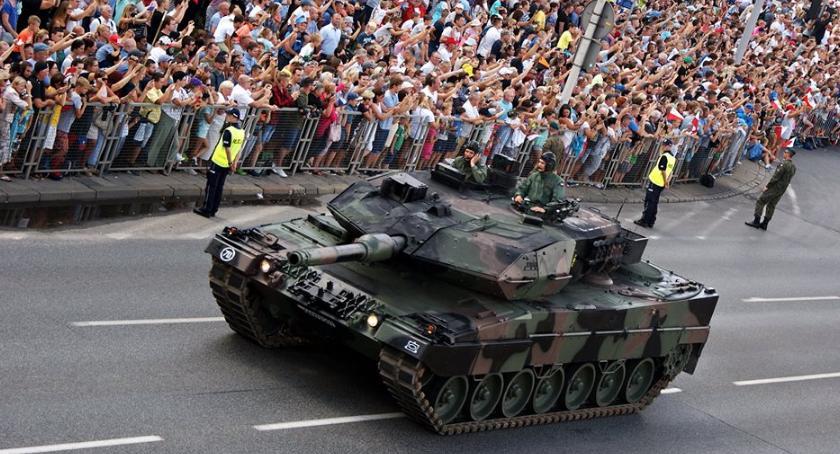 NEWS, Wielka parada zbrojnych wyjątkowych zdjęciach samego centrum uroczystości - zdjęcie, fotografia