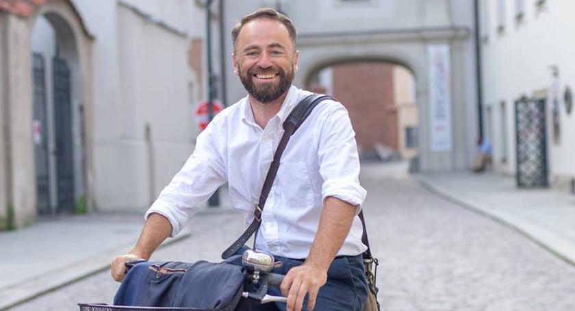 NEWS, Michał Olszewski miał wypadek Mokotowskie śmieci teraz rękach Marcina Wojdata - zdjęcie, fotografia