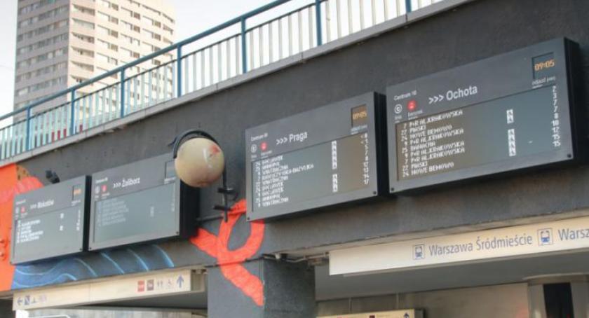 Transport publiczny - komunikacja, wyświetlacze metrze Centrum - zdjęcie, fotografia