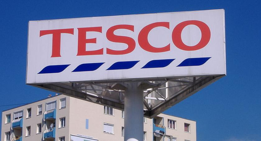 Handel i usługi, Tesco zamyka sklepy Ponad tysiące osób zwolnienia - zdjęcie, fotografia