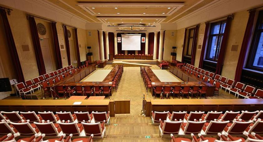 Wybory samorządowe 2018, straciła większość Radzie Warszawy Radni odchodzą - zdjęcie, fotografia