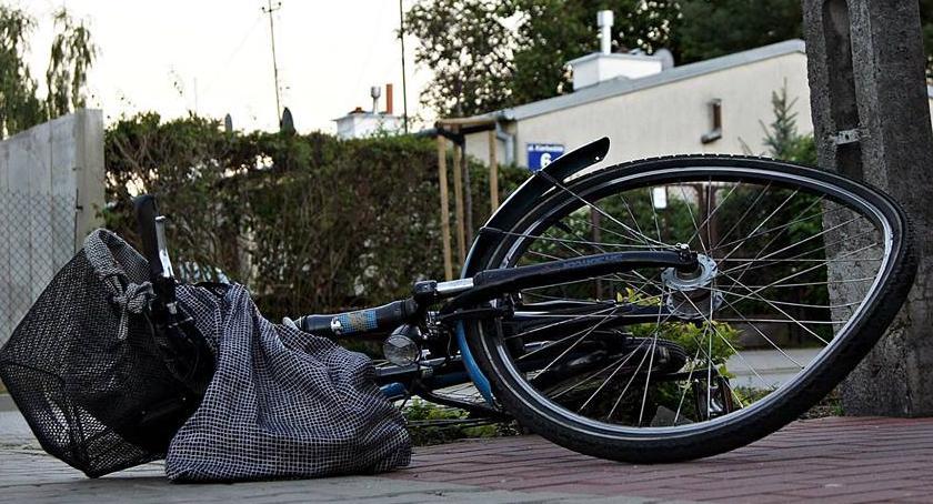 Wypadki, Czarna seria Kolejny rowerzysta potrącony przez samochód [ZDJĘCIA] - zdjęcie, fotografia