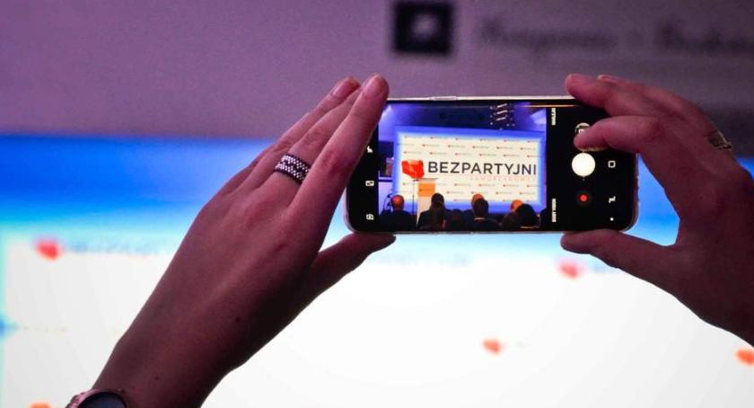 Wybory samorządowe 2018, Bezpartyjni pierwsi zarejestrowali listy Warszawy Sejmiku Mazowieckiego - zdjęcie, fotografia