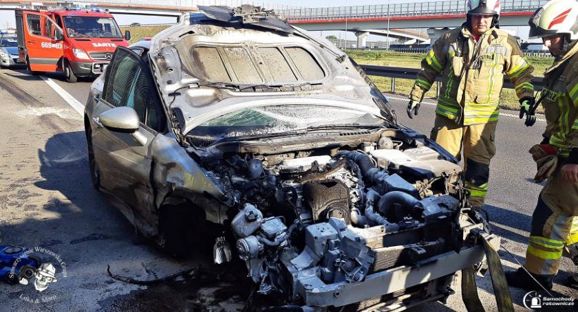 Wypadki, czasie jazdy otworzyła maska [ZDJĘCIA] - zdjęcie, fotografia