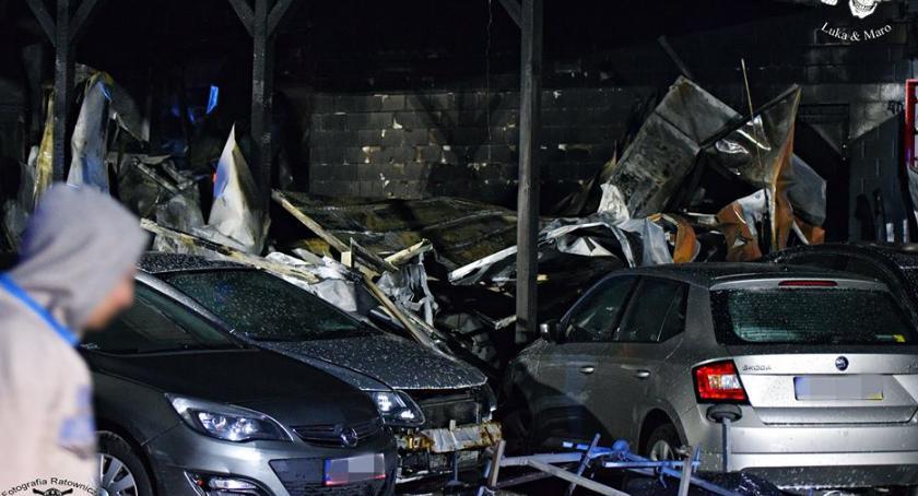 Pożary, Łomianki pożar warsztatu samochodowego Spłonęły pięć uszkodzonych [ZDJĘCIA] - zdjęcie, fotografia