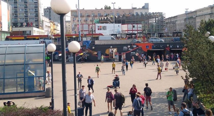 NEWS, Awaria ruchomych schodów stacji Metro Centrum poszkodowani - zdjęcie, fotografia