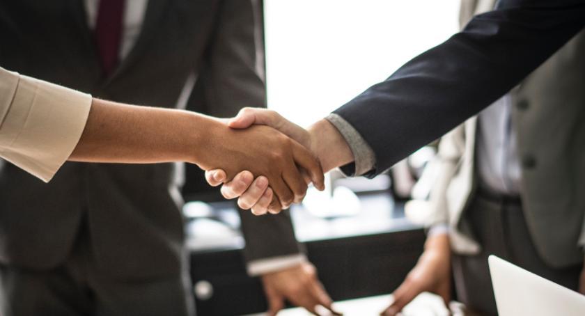 Korzyści płynące ze współpracy z agencją HR.