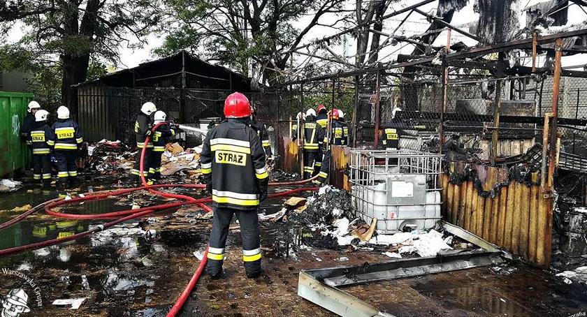Pożary, Pożar składzie makulatury złomu Podpalenie [ZDJĘCIA] - zdjęcie, fotografia