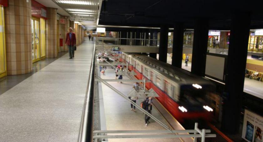 Metro, Schody stacji Centrum wciąż nieczynne - zdjęcie, fotografia