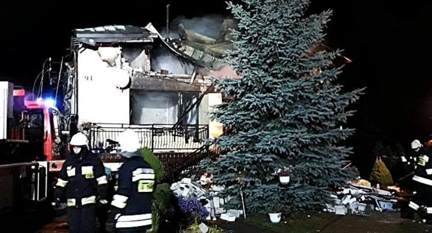 Pożary, Wybuch jednorodzinnym żyją osoby [ZDJĘCIA] - zdjęcie, fotografia