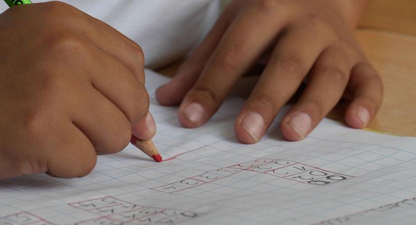 Edukacja, Rodzice przeciwni jedynkom pracy domowej niezgodne Konstytucją - zdjęcie, fotografia