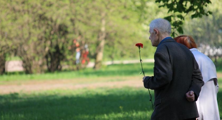 Społeczeństwo, Najdłużej żyjemy Warszawie - zdjęcie, fotografia