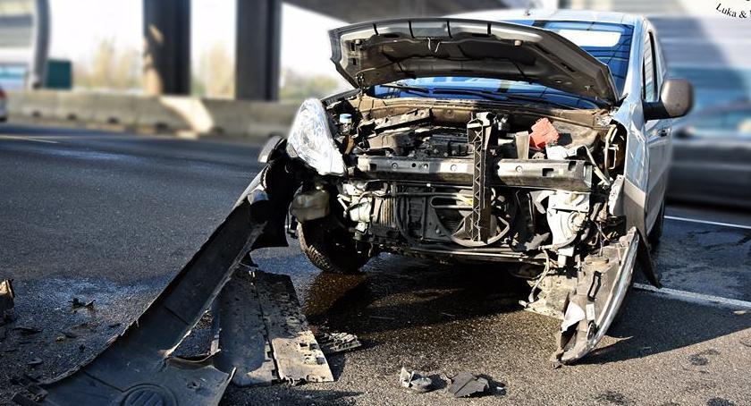 Wypadki, Zderzenie samochodu osobowego Znów [ZDJĘCIA] - zdjęcie, fotografia