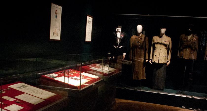 Wystawy, Blask orderów wystawa Łazienkach Królewskich lecie niepodległości [ZDJĘCIA] - zdjęcie, fotografia