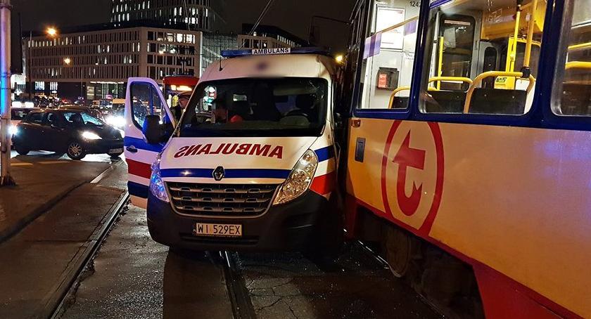 Wypadki, Zderzenie karetki tramwajem [ZDJĘCIA] - zdjęcie, fotografia