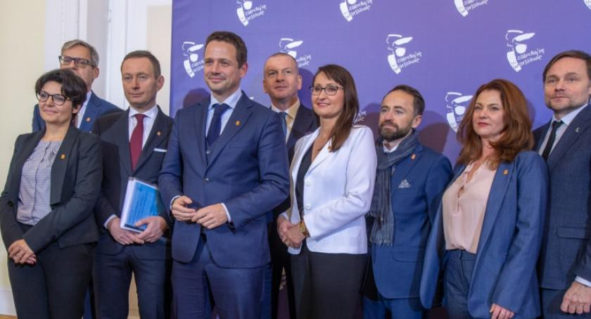 Samorząd, Drużyna Trzaskowskiego czele ratusza - zdjęcie, fotografia