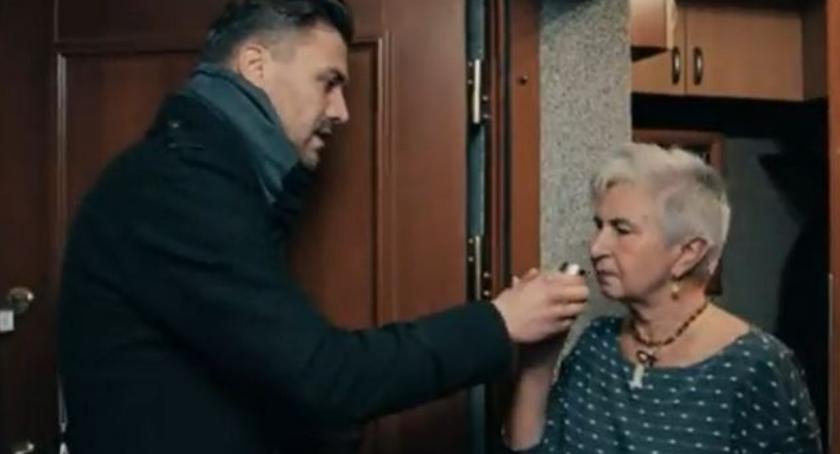 Bezpieczeństwo, metoda kradzieży akwizytorzy perfum Przestrzeżcie seniorów! - zdjęcie, fotografia