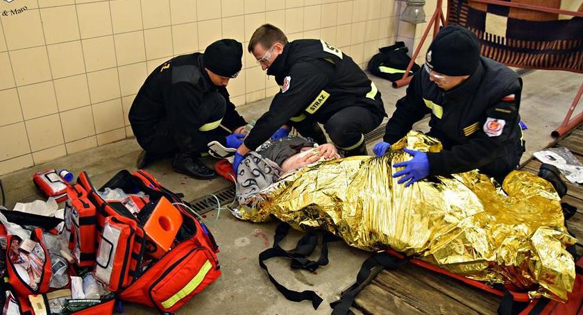 Bezpieczeństwo, Wypadek porwanie ciężarna udarem młodzi strażacy akcji [ZDJĘCIA] - zdjęcie, fotografia