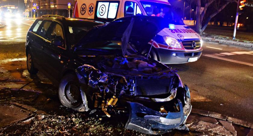 Wypadki, Zderzenie dwóch skrzyżowaniu Conrada Kwitnącej [ZDJĘCIA] - zdjęcie, fotografia
