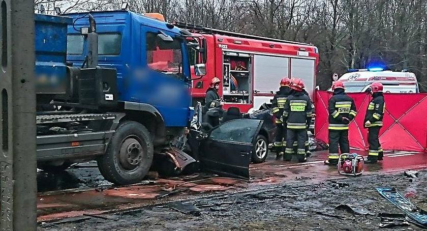Wypadki, Tragiczny wypadek Wóycickiego osoby ranne jedna żyje [ZDJĘCIA] - zdjęcie, fotografia