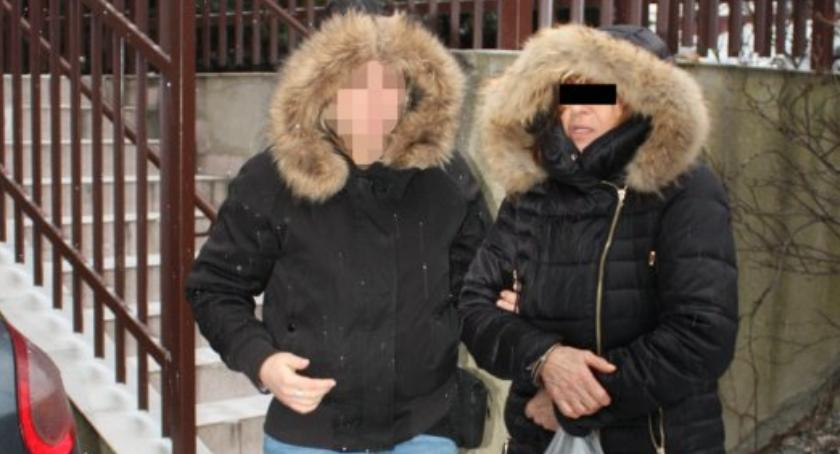 Kradzieże i Rozboje, letnie przyjaciółki dorabiały kradzieżach sklepowych - zdjęcie, fotografia