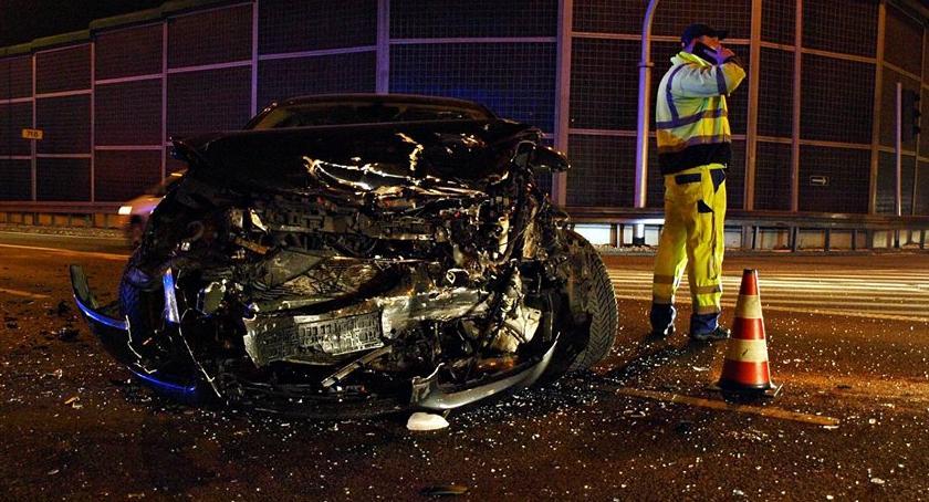 Wypadki, Wjechał czerwonym świetle [ZDJĘCIA] - zdjęcie, fotografia