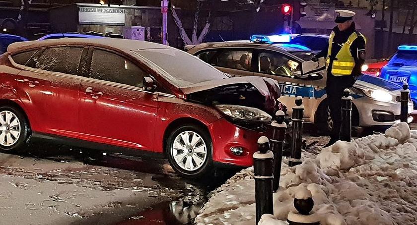 Wypadki, Nietrzeźwa kobieta doprowadziła wypadku [ZDJĘCIA] - zdjęcie, fotografia
