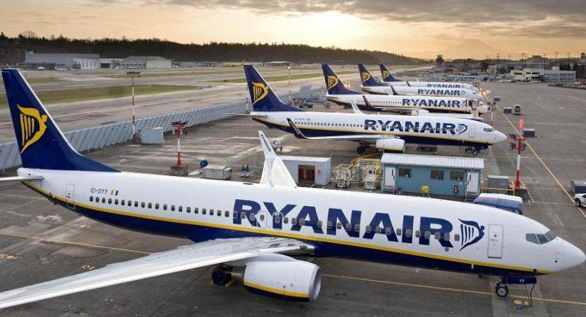 Lotniska, Ryanair kolejny najgorszą linią lotniczą krótkich trasach - zdjęcie, fotografia