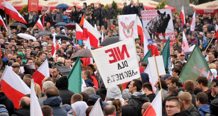 Polityka, Manifestacje warszawskie sprawie uchodźców przeciw gdzie - zdjęcie, fotografia