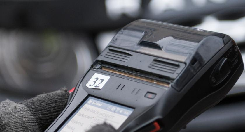 NEWS, Kontrolerzy straży miejskiej wspólnie kontrolują parkowanie - zdjęcie, fotografia