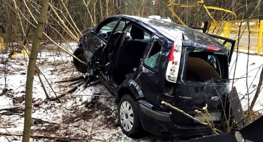 Wypadki, Kierująca autem ciężkim stanie przewieziona szpitala [ZDJĘCIA] - zdjęcie, fotografia