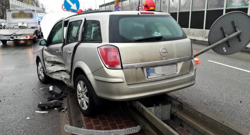 Wypadki, Wjechał skrzyżowanie pomimo czerwonego światła [ZDJĘCIA] - zdjęcie, fotografia