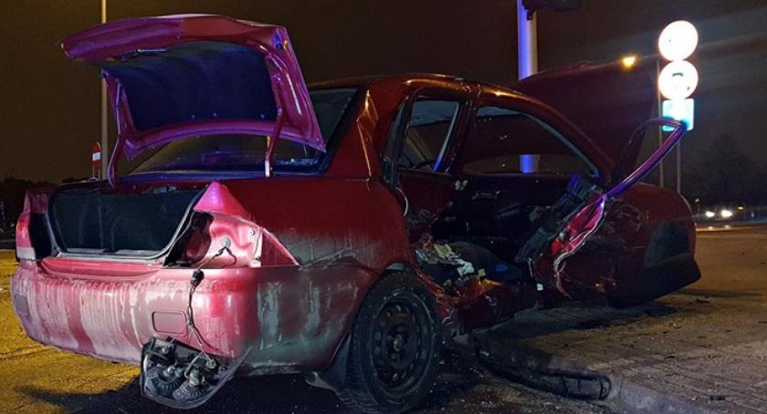 Wypadki, Wjechał czerwonym świetle Jedna osoba ranna [ZDJĘCIA] - zdjęcie, fotografia