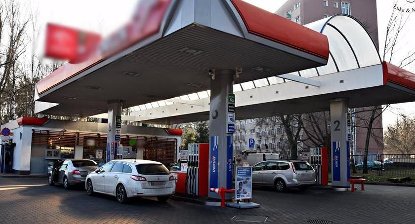 Wypadki, Pijana wjechała budynek stacji paliw Marymonckiej - zdjęcie, fotografia