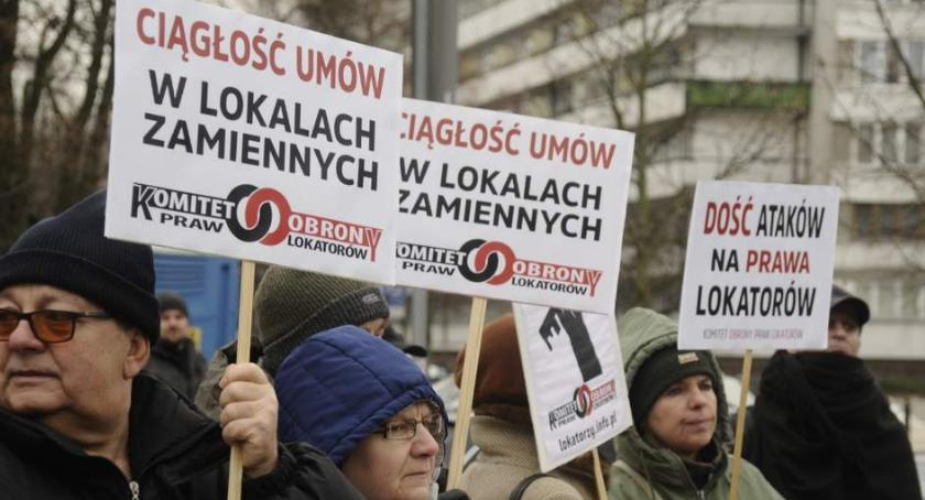 Protesty i manifestacje, Dość ataków prawa lokatorów protest przed Sejmem [ZDJĘCIA] - zdjęcie, fotografia