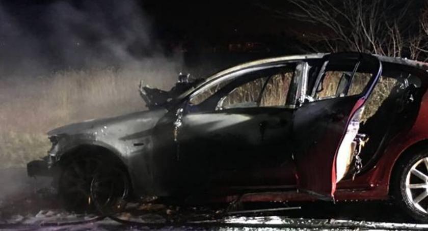 Pożary, Lexus spłonął doszczętnie [ZDJĘCIA] - zdjęcie, fotografia