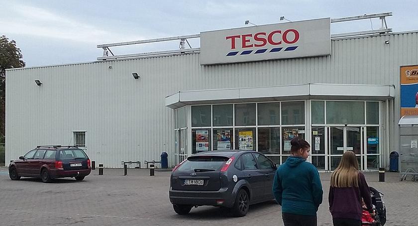 Handel i usługi, sklepy Tesco zostaną zamknięte liście placówki Warszawy - zdjęcie, fotografia