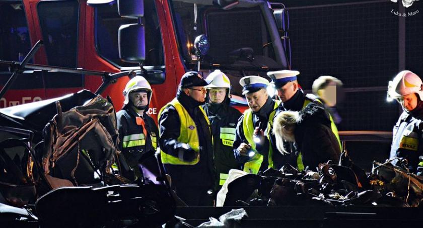 Wypadki, wbiło naczepę ciężarówki Tragedia [ZDJĘCIA] - zdjęcie, fotografia