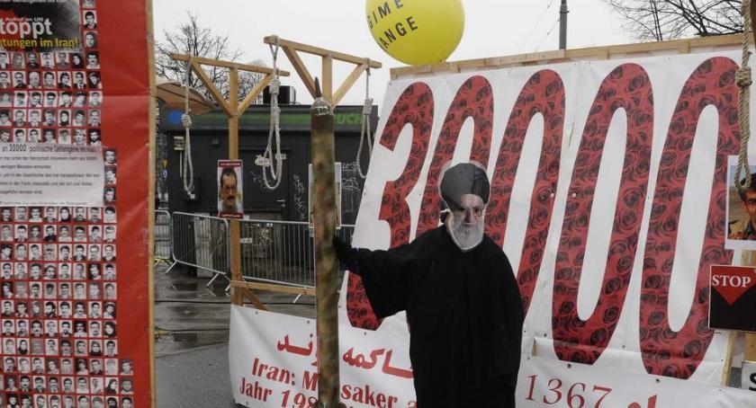 Protesty i manifestacje, Demonstracja irańskiej opozycji podczas bliskowschodniego szczytu Warszawie - zdjęcie, fotografia