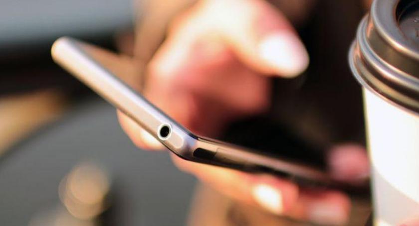 Transport publiczny - komunikacja, lutego zacznie działać aplikacja zakupu biletów - zdjęcie, fotografia